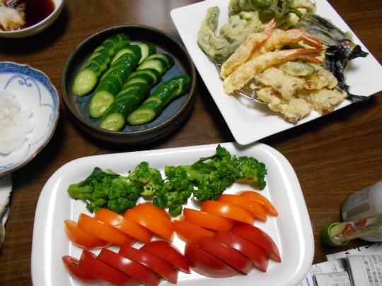 夏野菜満載の夕食メニューです。